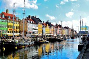 Het kleurrijke Nyhavn is de oude haven van de stad
