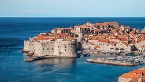 De karakteristieke stijl van de kustplaatsjes in Dalmatië