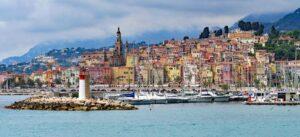 Langs de cote d'azur vind je vele schilderachtige kustplaatsjes met ieder een eigen jachthaven
