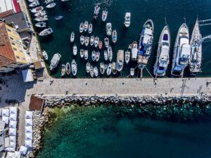 In elk Kroatische stadje vind je wel een moderne jachthaven met alle nodige voorzieningen