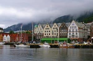 Zeilboten aangemeerd in de in de Noorse stad Stavanger