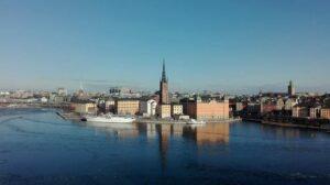 Door de vele eilanden die de stad kent is de stad het mooiste vanaf het water