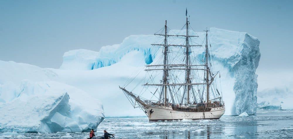 De Bark Europa is een Nederlands Tall Ship die bekend staat om zijn reizen richting het Arctisch gebied